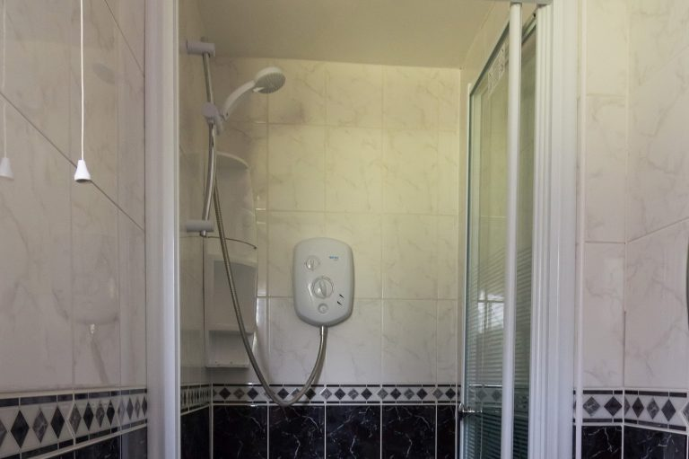 Modern walk in shower, Brades Acre Camping Site, Stonehenge, Wiltshire, Salisbury, camping, holiday lodges